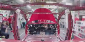 包含众多黑科技的特斯拉Model 3,就这样不到一分钟就生产出来了
